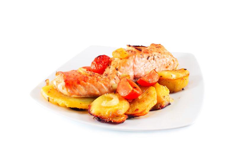 recta de salmon al horno con patatas